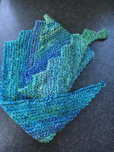 Saw toothed shawl, hand knitted